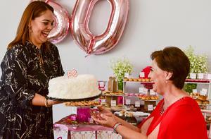 Pastel entregado por su hija, Claudia Gutiérrez de García