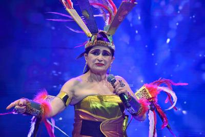 Se presentó la actriz y cantautora mexicana Astrid Hadad.