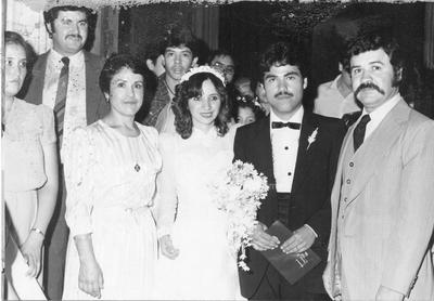 Los novios Raúl A. y Adriana García acompañados de la Sra. Aída G. Fraire Soto y su tío Roberto Fraire. 28 de junio del 86.