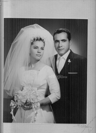 54 años de casados. Concepción González Pérez y Alfredo Sáenz García se casaron el 12 de noviembre de 1965.
