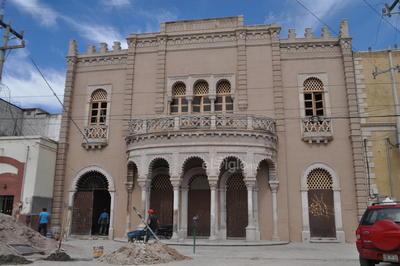 En la fachada, fue retirado un poste de la Comisión Federal de Electricidad (CFE) y se removerá también el cable retenido para cuidar la fachada histórica, sobre la calle Ildefonso Fuentes.