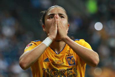 Tigres Femenil siguió en la búsqueda de incrementar la ventaja y lo logró a los 24 minutos, cuando Lizbeth Ovalle recibió centro que bajó con el pecho y no perdonó para lograr el 2-0 en la pizarra.