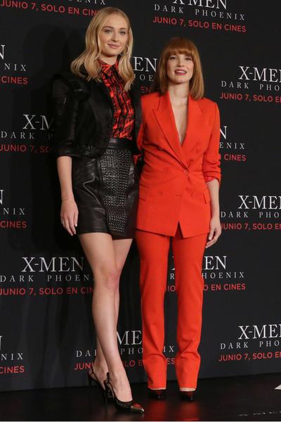 Jessica Chastain y Sophie Turner hablaron ayer de los pros y contras que la fama les ha traído, ya que Jessica Chastain aseguró que no cree necesario que la gente deba saber sobre su vida personal.