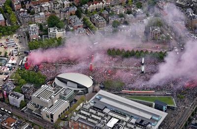 Celebran a lo grande victoria del Ajax en la Liga Holandesa