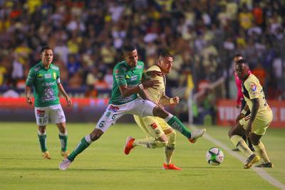_CGR6607  QUERETARO, MEXICO - MAYO 16: William Tesillo (I) del Leon y Nicolas Castillo (D) del America disputan el balon durante el juego ida de las Semifinales del Torneo Clausura 2019 de la Liga Bancomer MX en el Estadio Corregidora el 16 de Mayo de 2019 en Queretaro, Mexico. (Foto: Cesar Gomez/JAM MEDIA)
