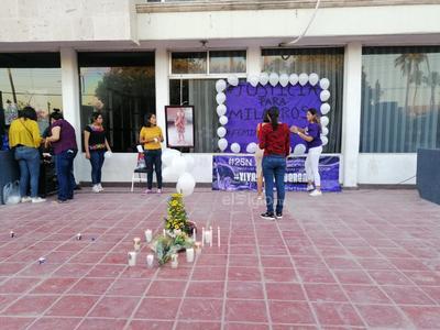 Activistas de la región encabezaron el memorial para la pequeña, y acompañadas de los presentes despidieron a Milagros, acto que desató el llanto impotente de los familiares que asistieron al memorial.