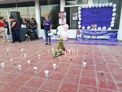 La feminista señaló que hasta el momento no se ha tipificado el asesinato de la pequeña Milagros como un feminicidio, ya que el presunto responsable está detenido por el delito de lesiones graves, con lo que alcanzo una prisión preventiva.