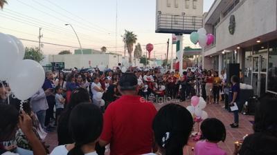 Como parte de la vigilia, las colectivas feministas de La Laguna realizaron un pronunciamiento en el que exigieron al alcalde de Matamoros, Horacio Piña Ávila, a las autoridades municipales y a autoridades locales, promover desde sus secretarías o instancias de las mujeres, los derechos de las mujeres y niñas.