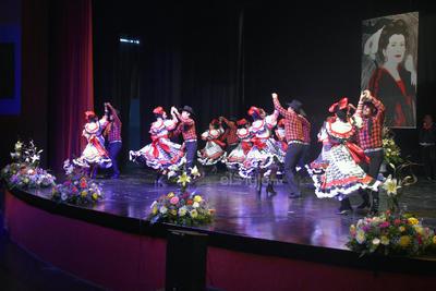 La audiencia siguió emocionada con la llegada de las solistas laguneras Alejandra Vaquera y Rosa Otilia Sánchez.