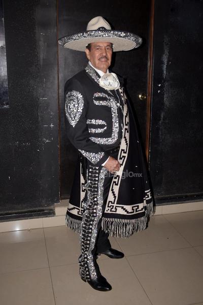 A las 20:20 horas comenzó el espectáculo con la participación del Grupo Impulsor de la Música Mexicana.