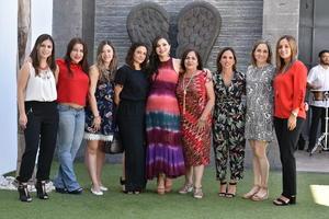 18052019 La futura mamá en compañía de Marytere, Monsi, Cinthya, Sonia, Chelo, Rina, Susana y Carolina.