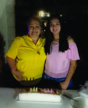 19052019 UN AñO MáS DE VIDA.  Elisa Medina con su nieta Elisa Sofía Esquivel Correa festejando sus cumpleaños.