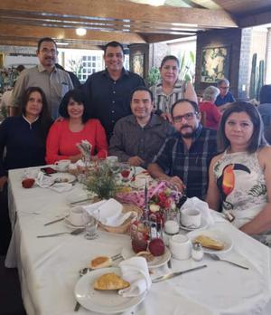 20052019 GRATA CONVIVENCIA.  Reunión de exalumnos del Instituto 18 de Marzo con el maestro y licenciado Alberto Castañeda.