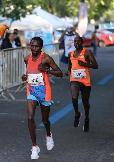 Corredores africanos acapararon los primeros lugares en la carrera 11k IPN 2019.