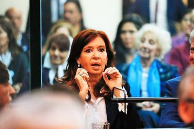 Tiene lugar en Buenos Aires, Argentina.