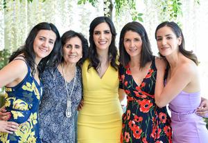22052019 POR CASARSE.  Sarahí Romo Cuéllar con su mamá, Leticia Cuéllar Chávez, y sus hermanas, Marcela, Gabriela, Mariana y Leticia Romo Cuéllar, en la despedida de soltera que se le organizó.