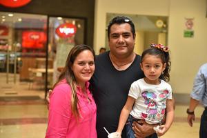22052019 Paty, Lorenzo y Eva.