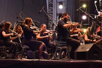 Lomónaco comandó el barco musical a través de obras de Ponchielli, Tchaikovsky, Smetana, Strauss y Bizet.
