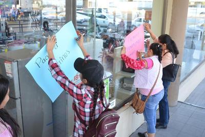 Los profesores protestaron para exigir respuesta a su petición de pago de sus quinquenios, problema que data de 1960.