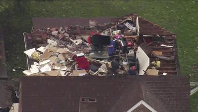Los meteorólogos advirtieron de que persisten las condiciones para más tornados.