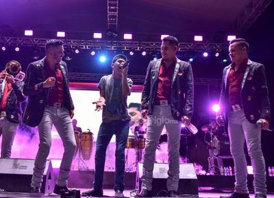 Un momento especial se suscitó cuando los músicos subieron al escenario a más de 10 niños.