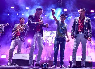 Perfecta, el más reciente sencillo de la agrupación, y La peda fueron otros temas que interpretaron.
