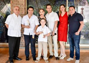 Rogelio, Jorge, Lupita, Santiago, Roberto, Elena y Carlos