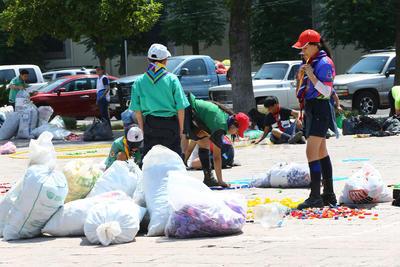 Se invitó a la sociedad civil a colaborar en la campaña y llevar las tapitas a la plaza.