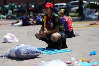 Desde muy temprano y hasta las 21:00 horas de este sábado, jóvenes realizaron la recolección de tapitas con fines altruistas.