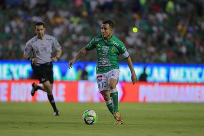 _CGR9022  LEON, MEXICO - MAYO 26: Luis Montes del Leon disputan el balon durante el juego de vuelta de la Final del Torneo Clausura 2019 de la Liga Bancomer MX en el Estadio Nou Camp el 26 de Mayo de 2019 en Leon, Mexico (Foto: Cesar Gomez/JAM MEDIA)