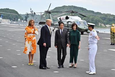 Visitó a personal militar.