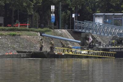 Siete pasajeros pudieron alcanzar a nado las orillas del río o fueron rescatados a tiempo, pero otros siete han sido hallados sin vida.