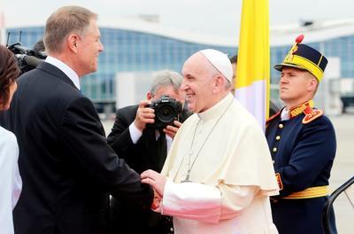 Lo recibió el presidente rumano, Klaus Iohannis.