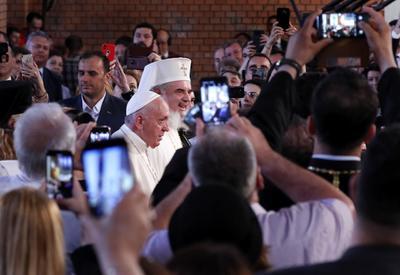 Pidió unidad a los ortodoxos rumanos contra la 'cultura del odio'.