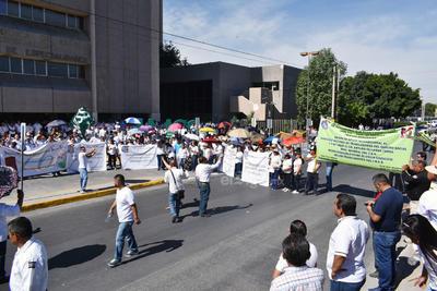 La marcha salió de las instalaciones del sindicato ubicadas en la avenida Hidalgo y la calle 22 y recorrió por la avenida hacia la calzada Colón.