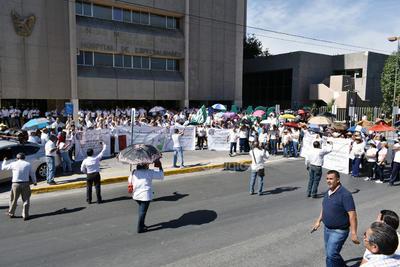 Aunque la citada delegación está integrada por alrededor de 4 mil 500 trabajadores, los participantes de la marcha pacífica fueron una muestra representativa.