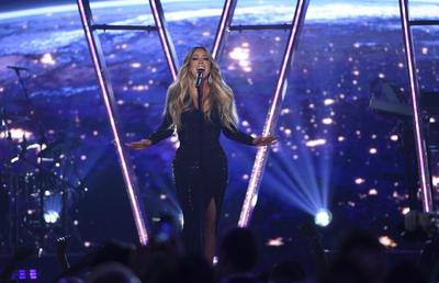 Además, los Billboard Music Awards 2019 entregaron hoy el Premio Icono a Mariah Carey, que fue otra de las artistas que actuó en el escenario del MGM Garden Arena de Las Vegas.