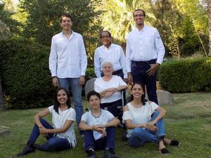 01052019 EN FAMILIA.  Abuelos Alemán con sus nietos: Gerardo, Daniela, Diego, Fernanda e Iván.