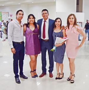 02052019 EN FAMILIA.  Andrés Torres con su esposa, Martha, y sus hijos, Andrés, Laura y Andrea.