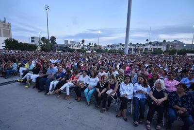 Más de 10 mil personas disfrutaron de las canciones de Lupita D'Alessio
