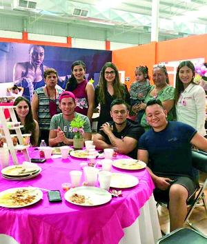 04052019 BABY ENTRE AMIGOS.  Karla Ríos, Víctor Cigarroa, Patricia, Karla Mena, Alejandra Baldenegro, Miguel Martínez, Lucía Pérez, Paola Mena y Guillermo Chávez.