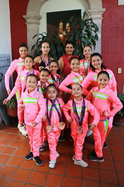 Están bajo el entrenamiento de Isabel Palomares, las rutinas de Deborah Marín Palomares, además de las clases de ballet y entrenamiento de Sofía Marín Palomares l
