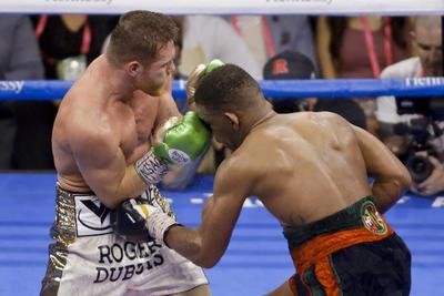 'Canelo' Álvarez derrota a Daniel Jacobs