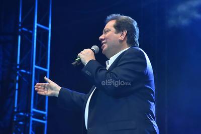 Jorge 'El Coque' Muñiz subió al escenario con cinco músicos.