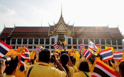 Reyes de Tailandia participan en primera audiencia pública tras coronación