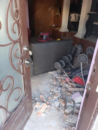 La vivienda marcada con el número 521 de la calle Regato, sufrió daños en su estructura.