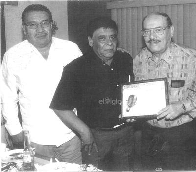 Los hermanos Miguel y Luis Martínez el 2 de noviembre de 1956.