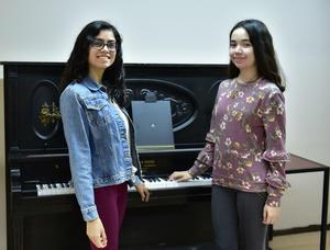 05052019 CONTENTAS.  Daniela Flores y Tania Galarza.