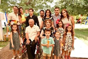 05052019 BODAS DE ORO.  Ernesto y Kitty con sus hijos, Mary, Neto y GC, nietos e hijos políticos.