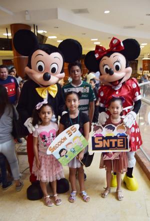 06052019 Algunos de los niños que asistieron junto a Jorge F. Mora.